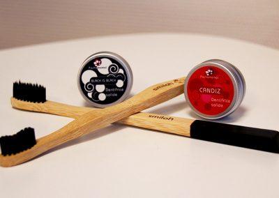 Brosses à dents en bois avec dentifrice solide Candiz